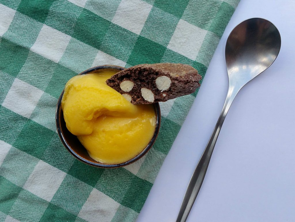 Cantuccini badet in Mango